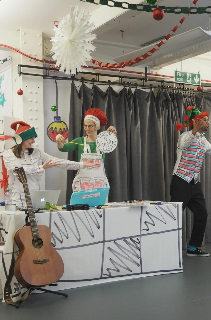 Ready Steady Colour Christmas Feats, Discover Centre, Starford London, A Line Art, interactive Christmas show for kids, The Discover story centre, London events, days out for kids, what to do in December with kids, musical play, storytelling show, Christmas Feast